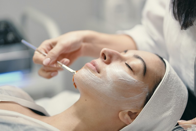 CET Lifting Facial